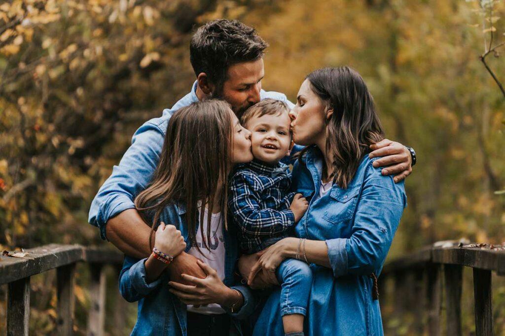 fotografia di famiglia in natura